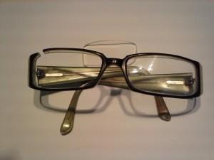 Gafas de pasta rotas
